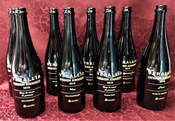 ABC Gravure a gravé des bouteilles noires Veralia