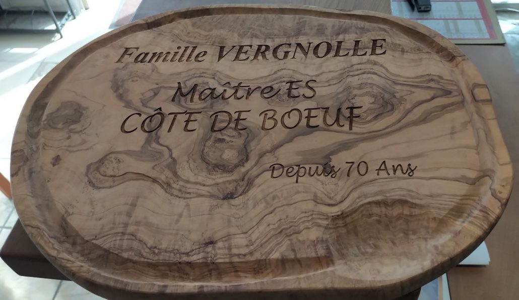 Gravure sur bois avec des inscriptions dessus